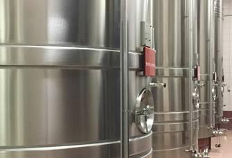 La première Fermentation Alcoolique ( transformation naturelle du sucre en alcool et en dioxyde de carbone qui s