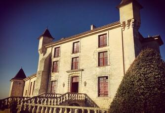 Entrée du Château de Monbadon