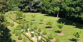 Château de Couches - Vue aérienne des jardins à la française