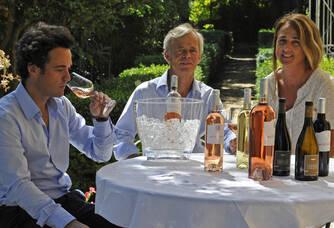 Bernard, Marie et Olivier Coste en pleine dégustation au Domaine Montrose