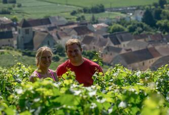Olivier et Laetitia dans les vignes du Champagne Marteaux Guyard
