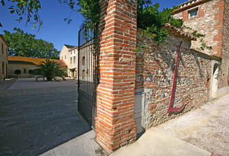 Les portes du Domaine Lauriga